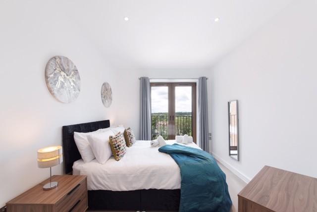Bedroom, city view